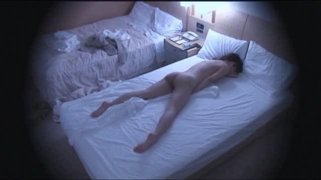 【OLの潮ふき・オナニー動画】【素人】出張先のシティホテルでオナニー三昧のけしからん淫乱OL盗撮w